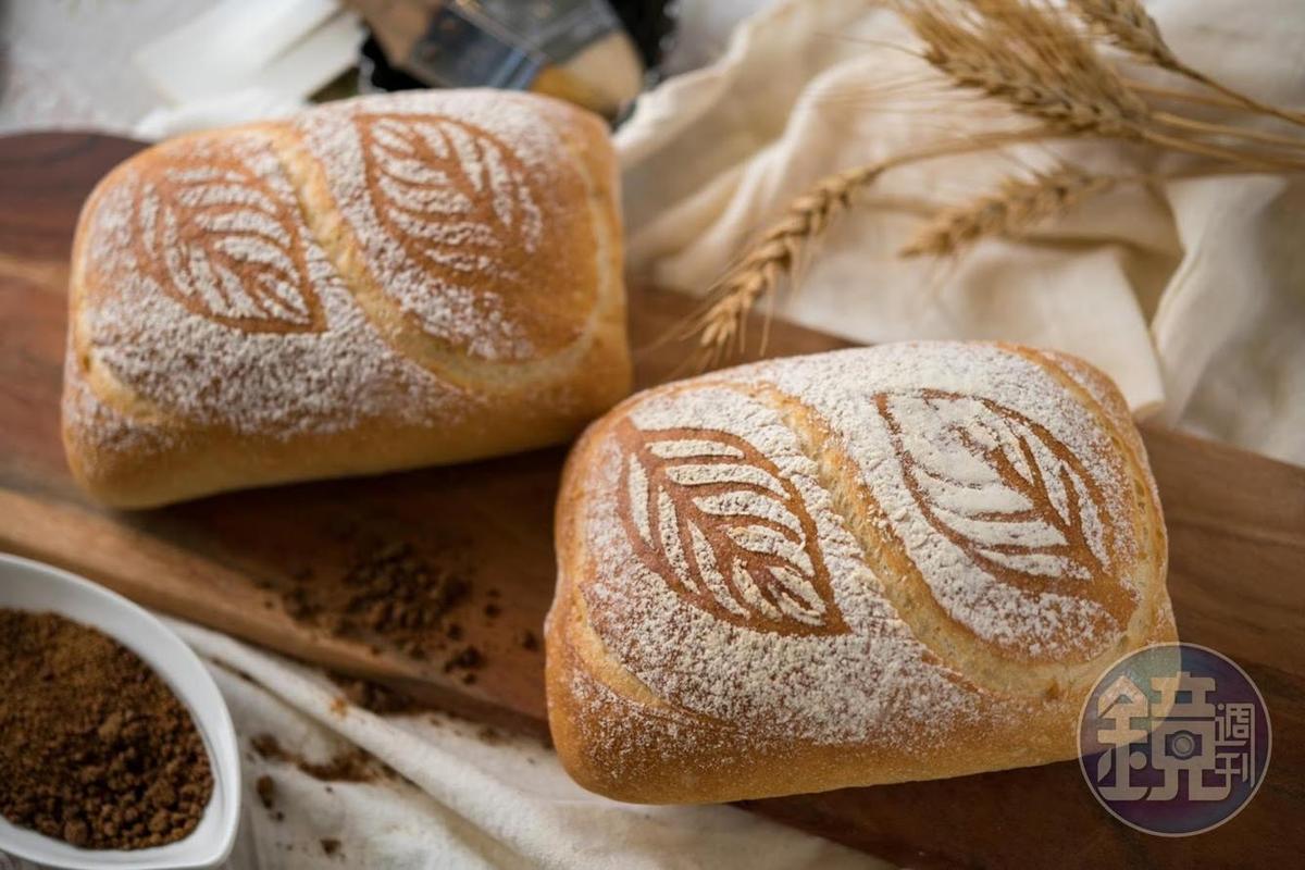 「黑糖麵包」使用關山的「阿古拉黑糖」及「十甲農場」台灣小麥。(150元/個)