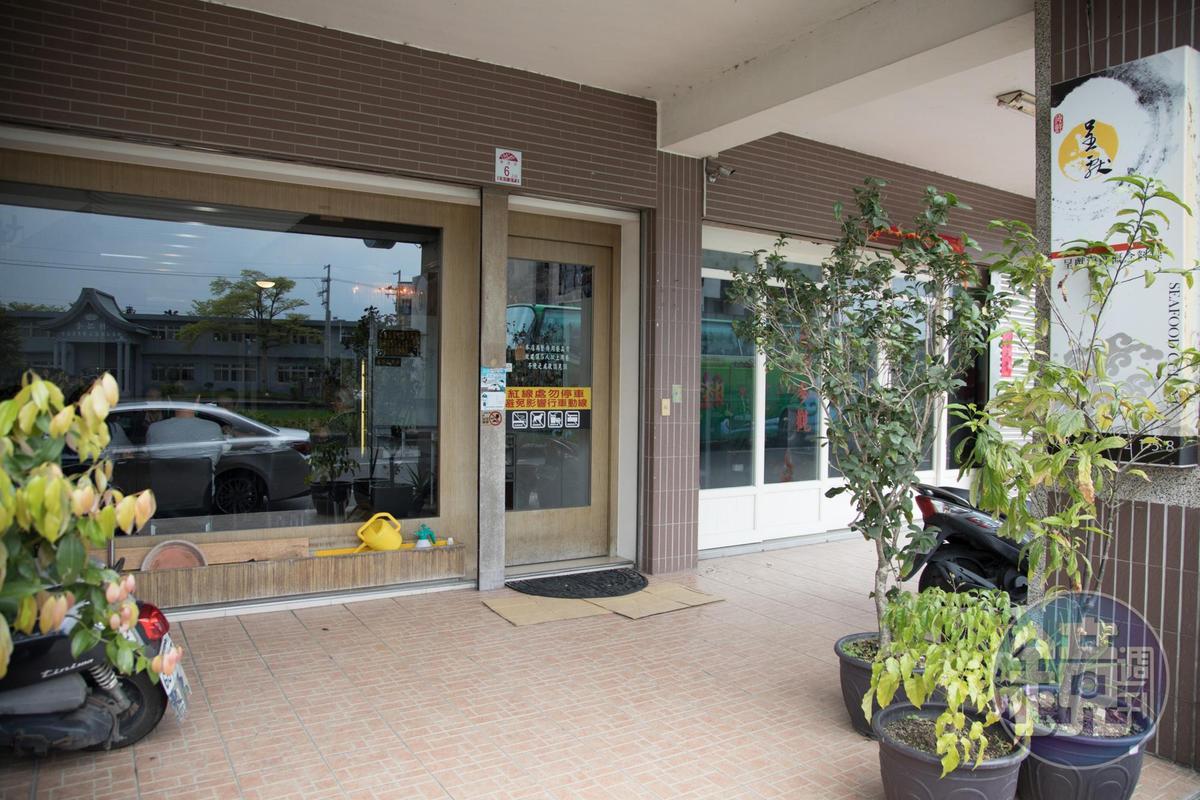 門面無繁複裝潢,1預計2018年10月會搬進新店面。