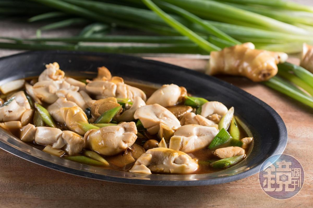 青甘的「魚鰾」和麻油、蒜片爆香熱炒,吃來比豆腐還幼滑細嫩。(時價,圖約380元/份)