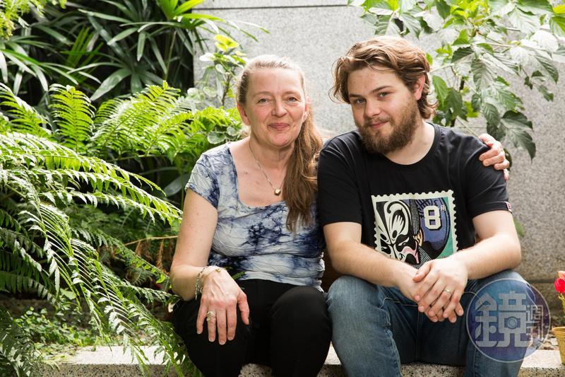 莉娜哈諾克萊恩(左)此次來台,長住北京的兒子李翱也飛來會合,母子倆打算合拍一部短片。