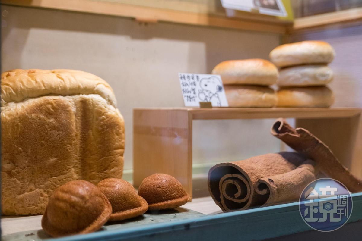 店內每日販售品項不同,肉桂是直接買高等級的桂皮再來磨粉。