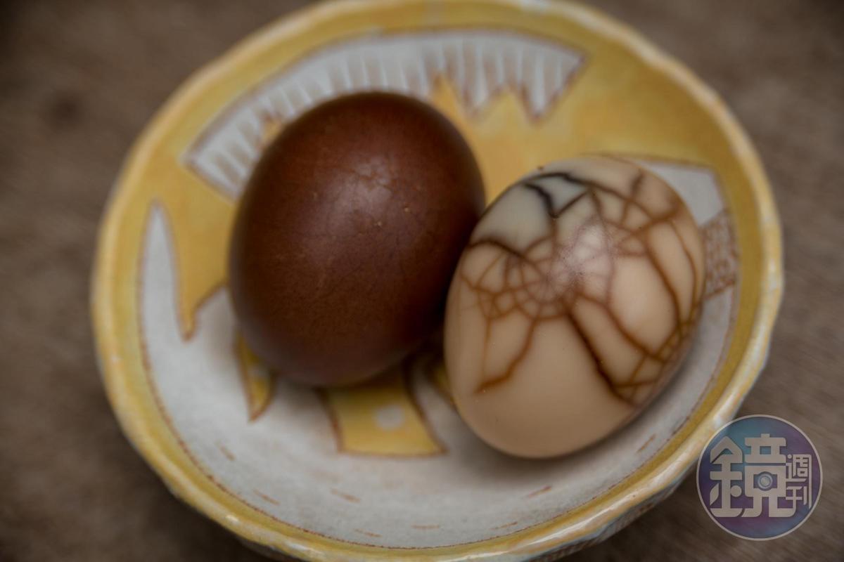 有美麗蜘蛛網紋的茶葉蛋為施媽媽私房菜,茶香入味。