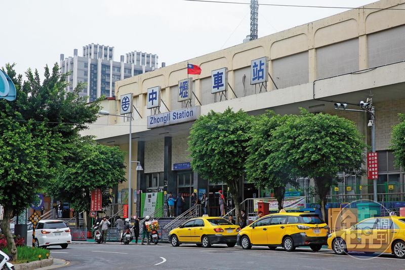 中壢火車站被評為全台最亂,陳學聖說,上任後一定立即改建,不要讓桃園蒙羞。