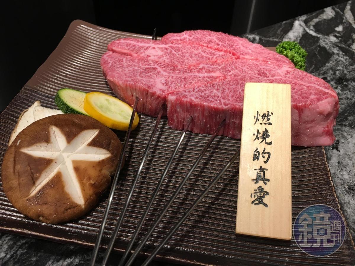 「日本A4級和牛肩卷」厚切2公分,相當誘人。(2980元/7盎司,圖為買1送1的分量)