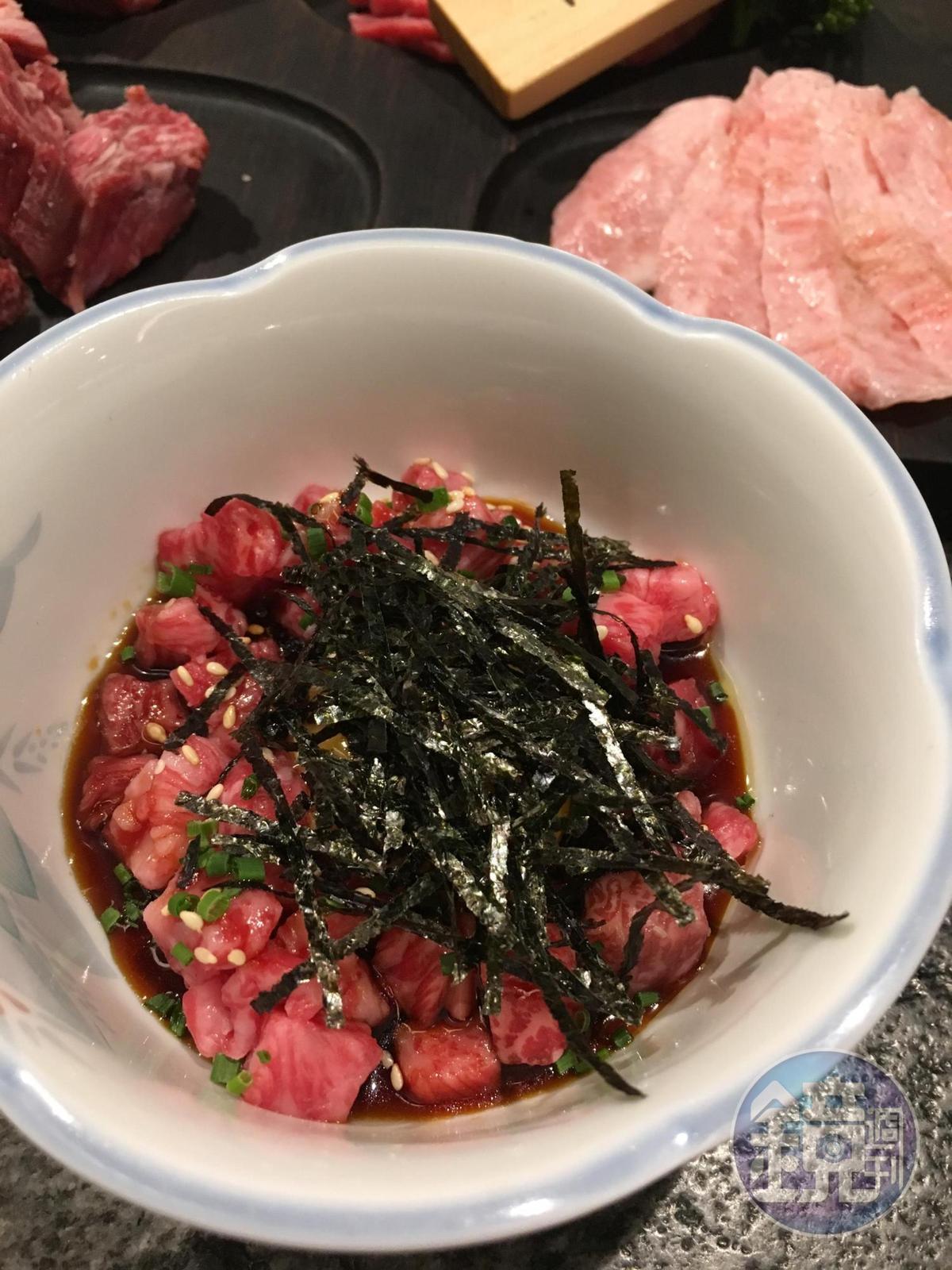「日本和牛生牛肉拌飯」將日本A4級和牛切成適口大小,再與新鮮土雞蛋黃、特製樂樂醬、胡麻油拌勻。(280元/份)