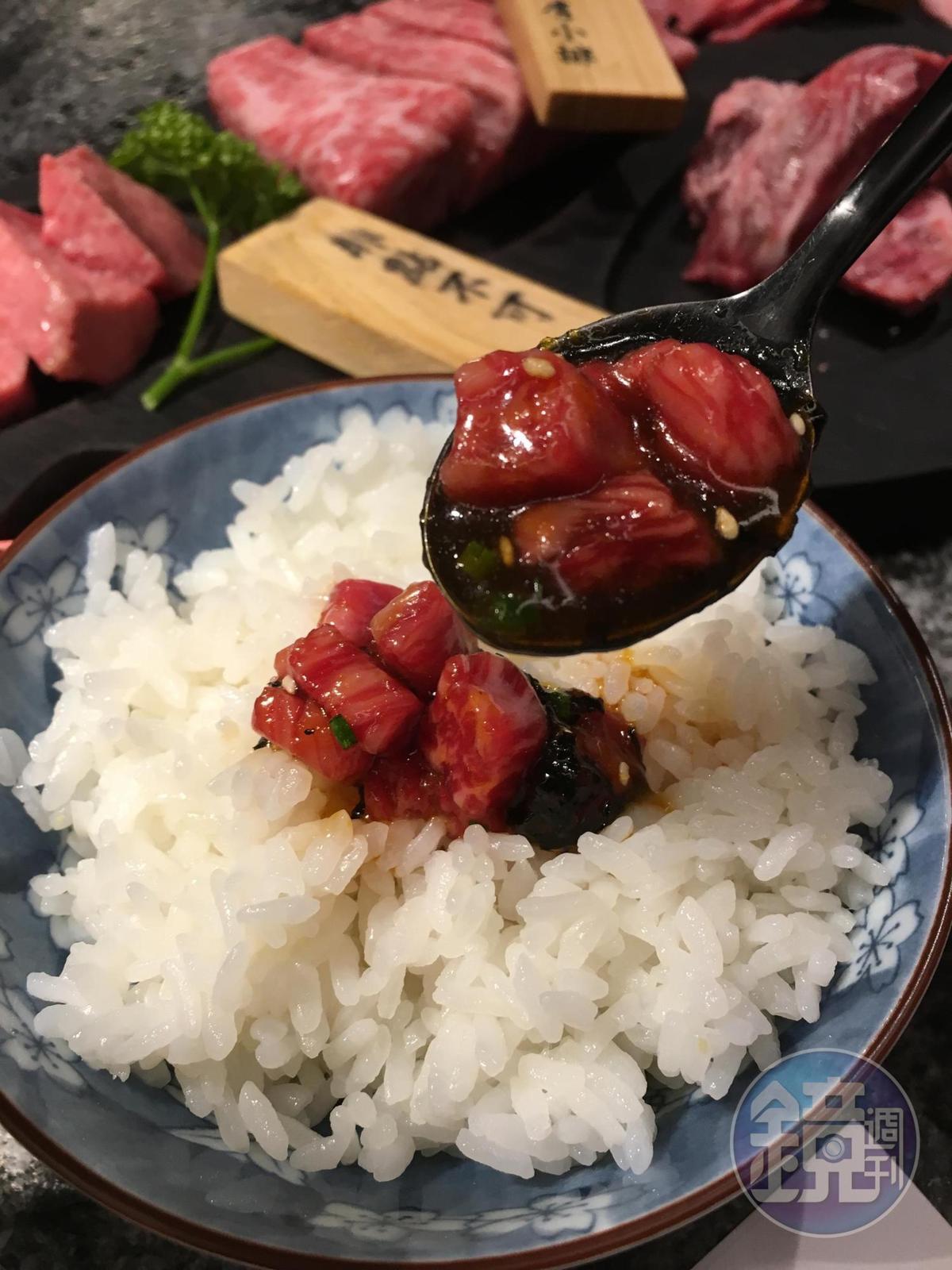 裹著醬汁的和牛塊,配著日本越光米飯一起吃,彈嫩滑口、甜鹹下飯。