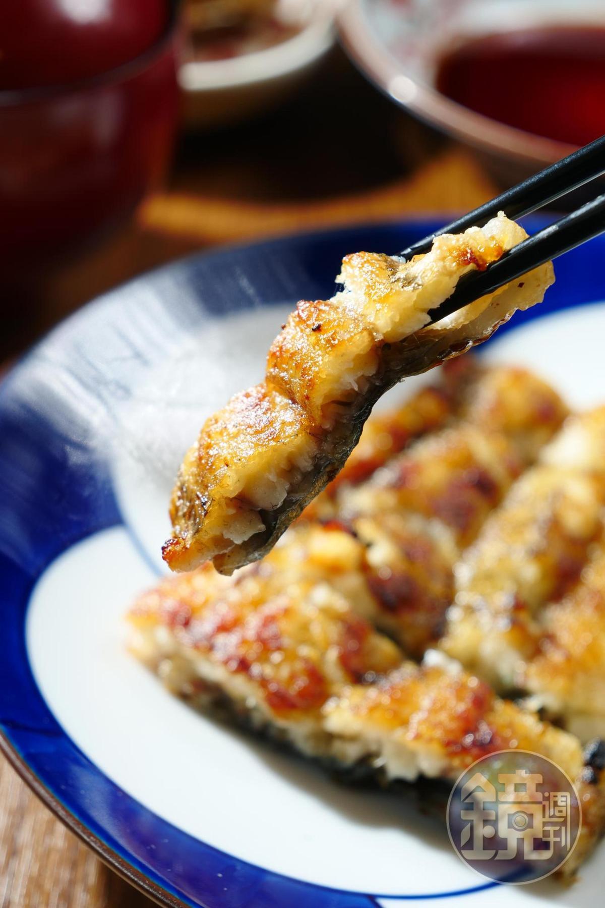 不愛加醬的,也可以點份「白燒」來嚐嚐原味。(售價待補/6切)