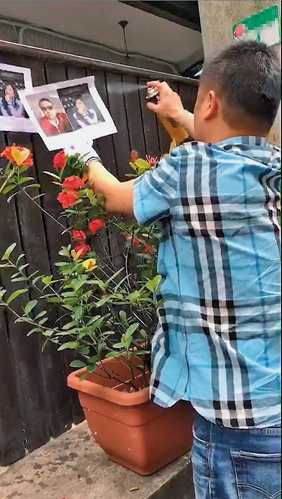 曾有不明人士到楊健福所到之處,四處張貼他的相片。(翻攝畫面)