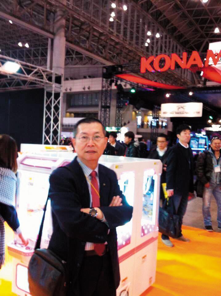 早年日本是電子遊戲機的發展重鎮,呂坤謀也飛到日本參觀遊戲展。 (呂坤謀提供)