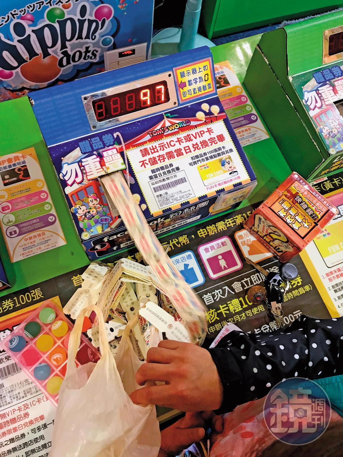 尚芳研發的彩票計算機單日可計算上百萬張彩票,成功賣進新加坡。