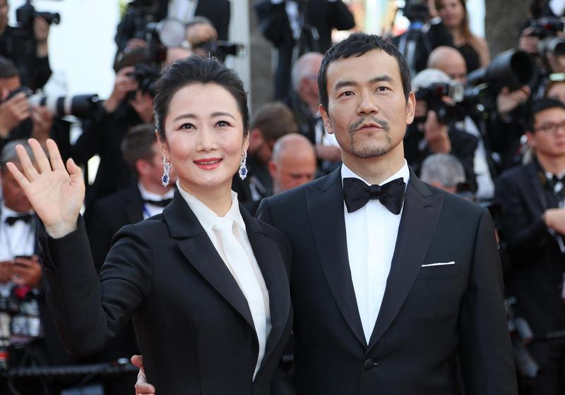 趙濤與廖凡已率先在《江湖兒女》全球首映前踏上坎城開幕式紅毯,兩人都是黑白配造型,相當簡約。(東方IC)
