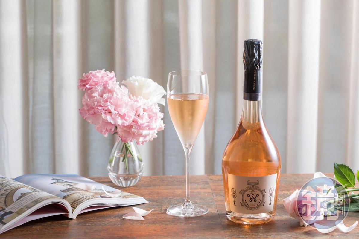 粉紅氣泡酒「Weightstone, Rose Brut, Gris de Noirs, Cuvee 15 Taiwan」台灣葡萄酒莊威石東新發表酒款。