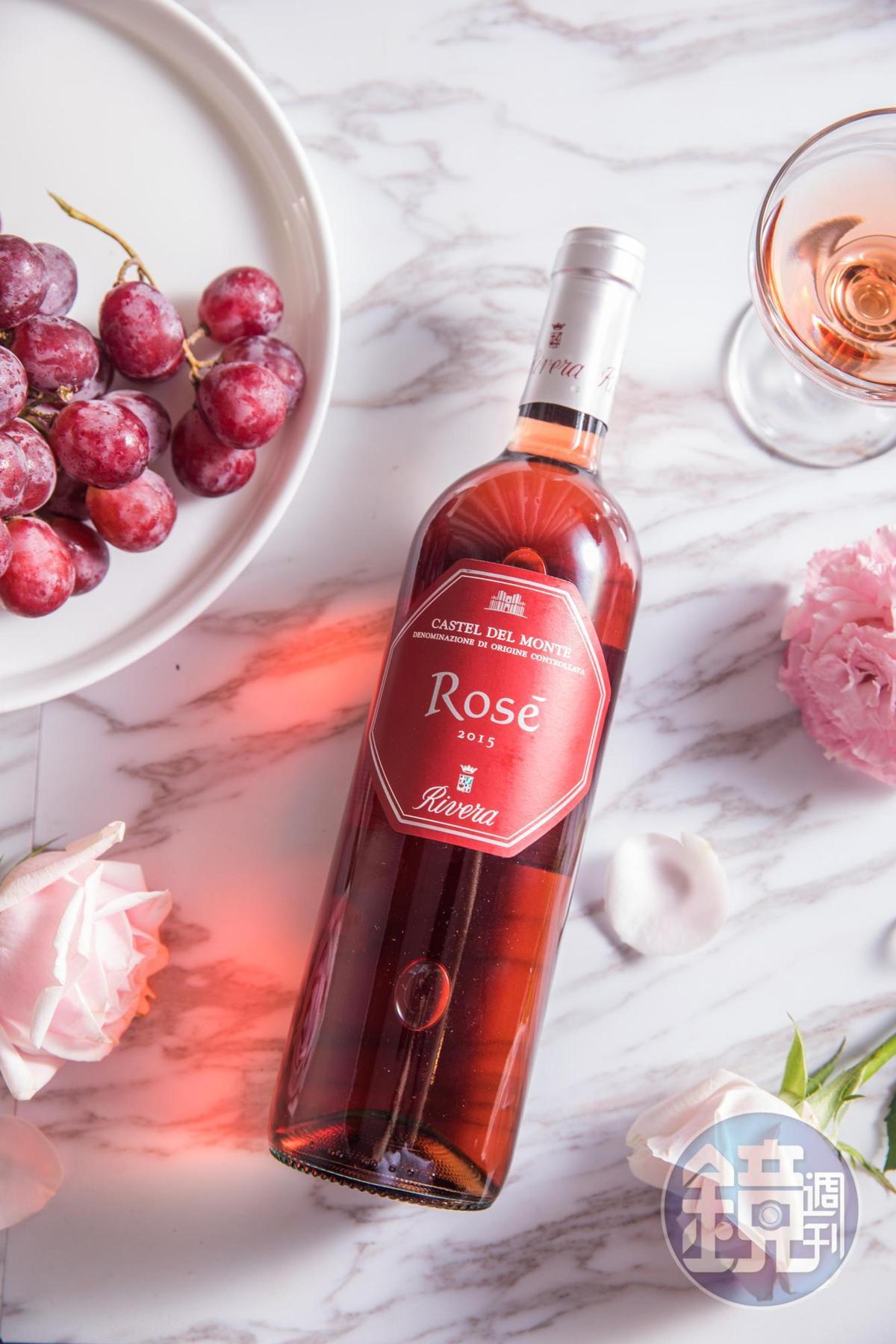 「Rivera Rose Puglia Bombino Nero 2015  」有莓果、紅石榴等香氣,酸度精巧,和醬油類料理會是好朋友。(1,200元/瓶)