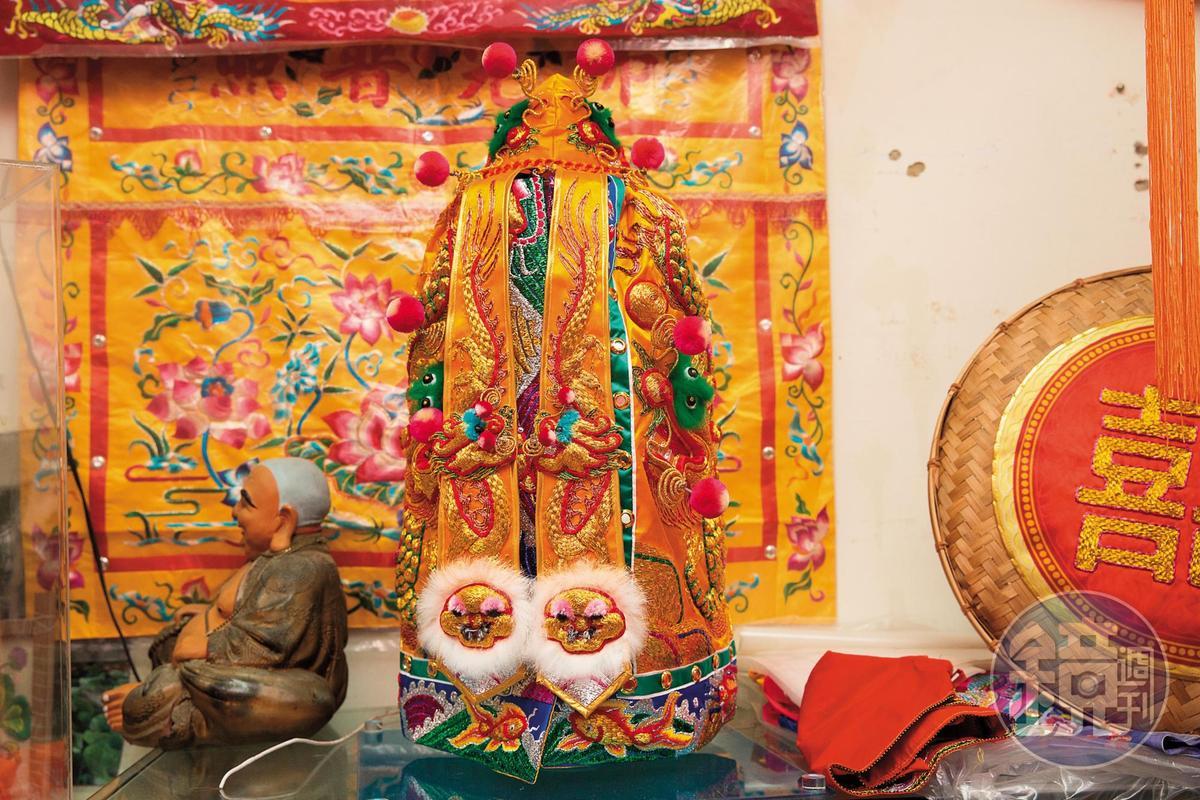 開天炎帝神明衣,1位師傅製作需時3個月,價值20萬元。