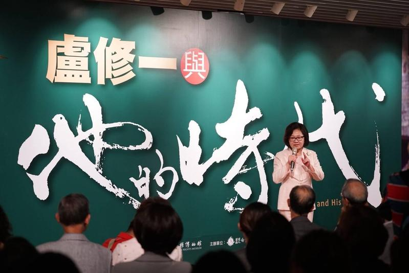 陳郁秀為盧修一逝世20週年籌劃紀念展,開幕式中她表達對丈夫的欽佩和思念。(白鷺鷥文教基金會提供)