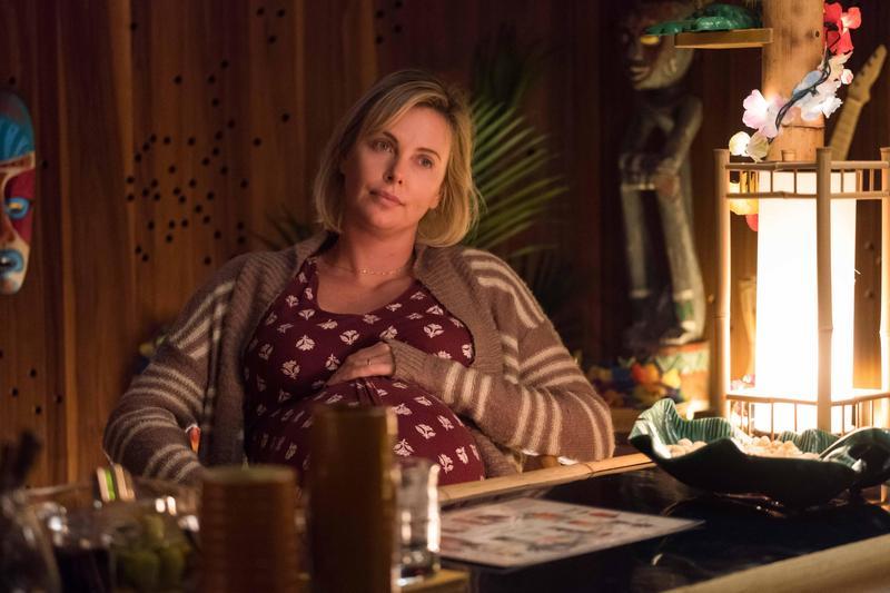莎莉賽隆增胖23公斤演出被家事拖垮累翻的媽媽,片中不少情節超級真實,許多媽媽影迷看了都心有戚戚焉。(傳影互動提供)