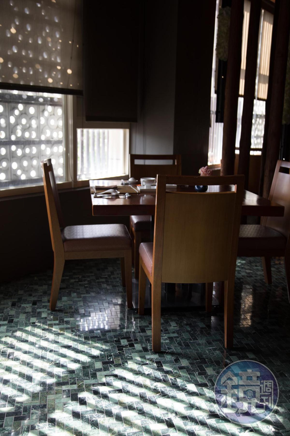 光影灑進室內,為空間的氣質錦上添花。