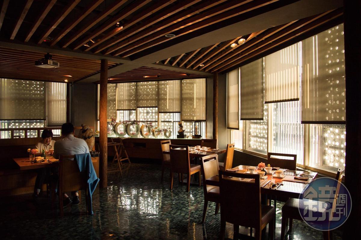 主要用餐空間在2樓,桌距寬敞。