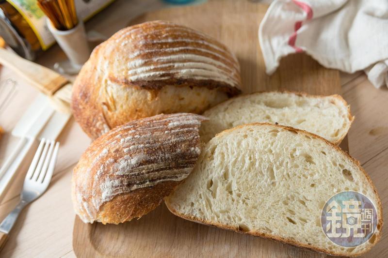「ca:san」麵包店運用宜蘭三星的糙米製作「白米鄉村」麵包,恬淡有味。(120元/個)