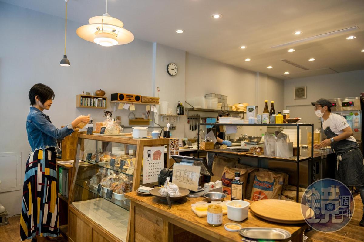 「ca:san」更像工作室,麵包只展示在櫃臺的櫥窗,多數客人都預訂。