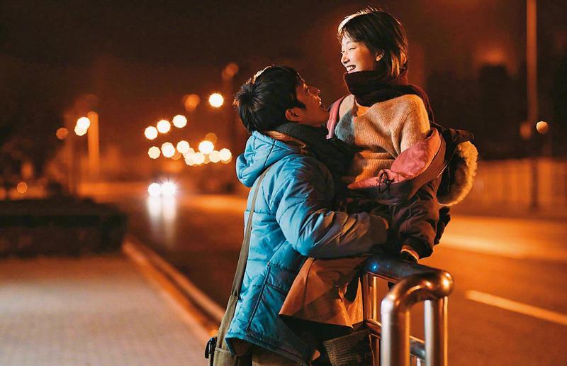 《後來的我們》中國票房已超過新台幣60億,由周冬雨(右)和井柏然(左)主演的虐心愛情故事感動許多觀眾,裡面有許多劉若英回望過去的青春心事。(東方IC)