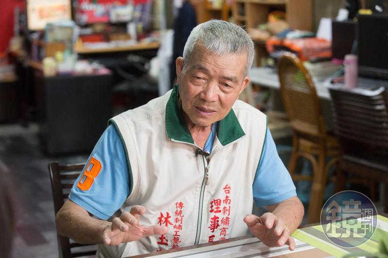 談及繡品開放進口一開始生意受挫,林玉泉直說「大陸的不漂亮」。