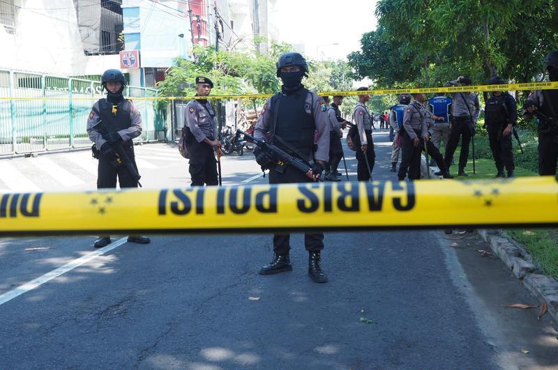 當地時間13日,印尼東爪哇省泗水市3所教堂遭炸彈襲擊。(東方IC)