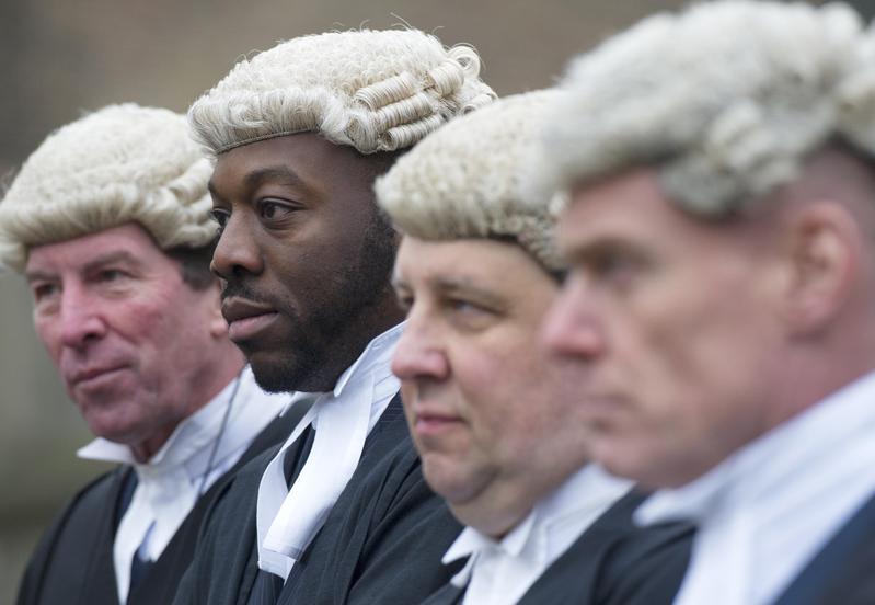 英美律師事務所爭奪頂尖人才。(東方IC)