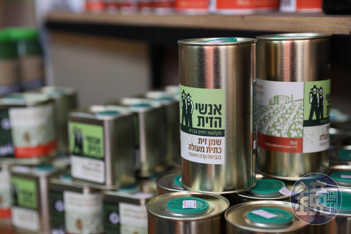 以色列出產橄欖,當地產的橄欖油,風味品質都不錯。(20謝克爾/罐起,約NT$171)