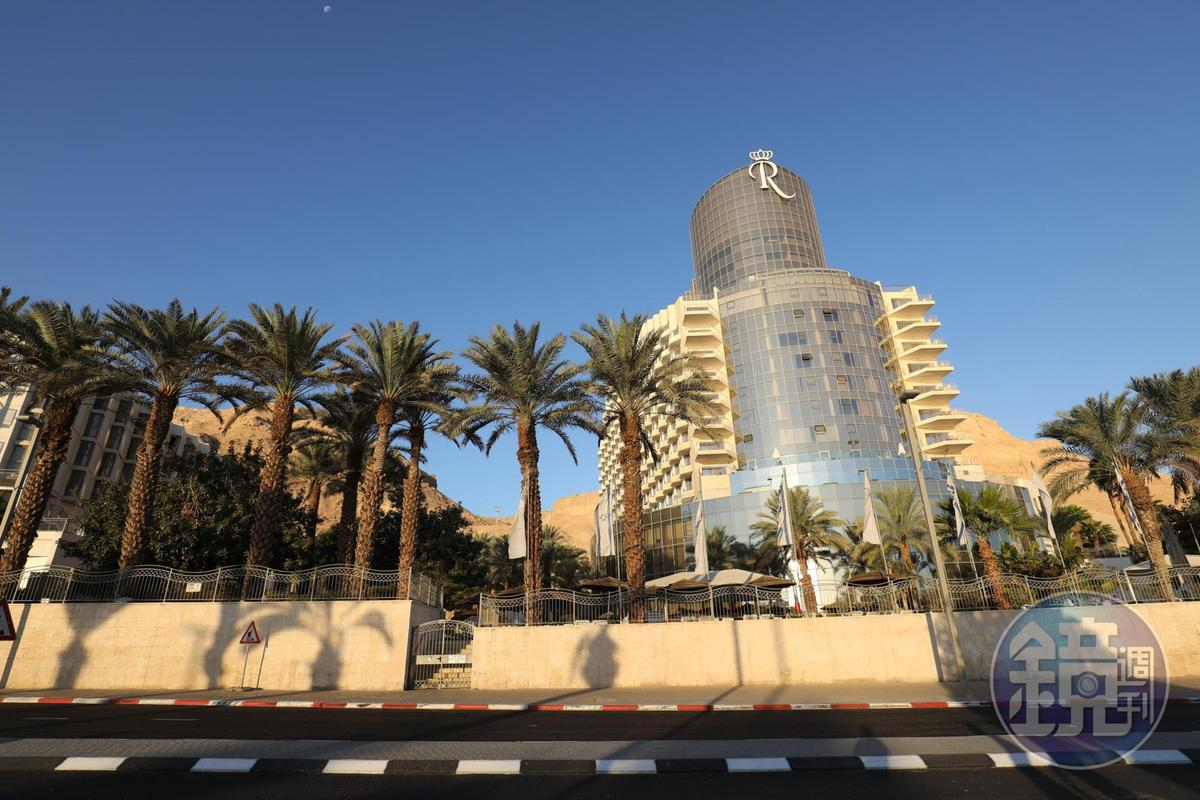 「Royal Hotel Dead Sea」位在死海南邊,算是規模頗大的度假飯店。