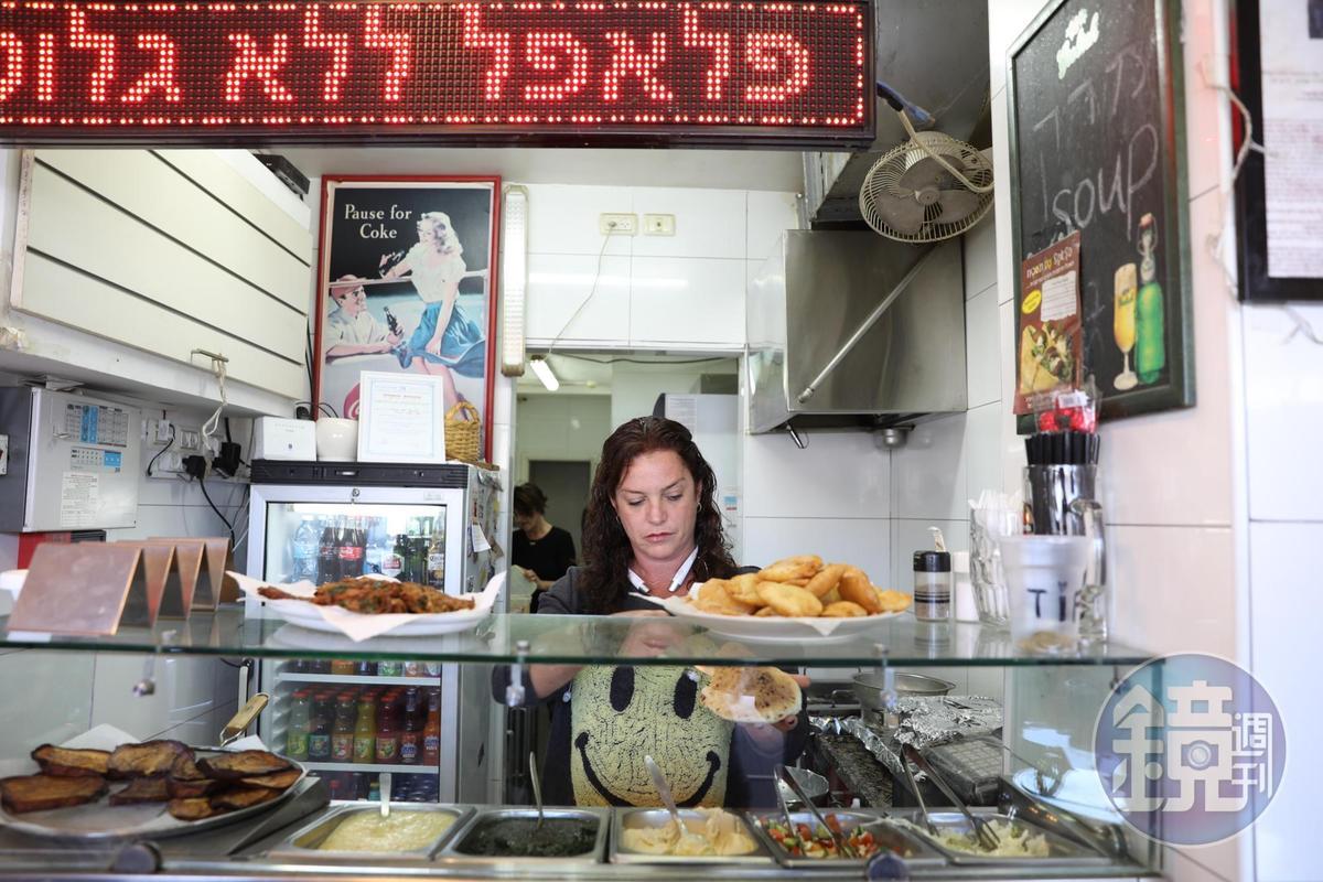 專賣Pita的小店,中午生意很好。