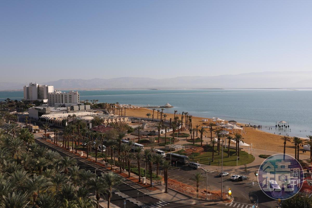 死海南邊度假區聚集了40家以上的度假飯店。