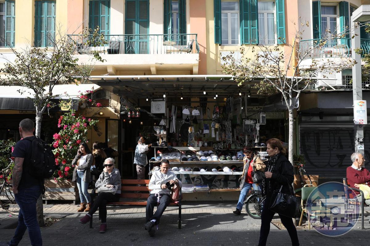 Carmel市場外的悠閒風景。