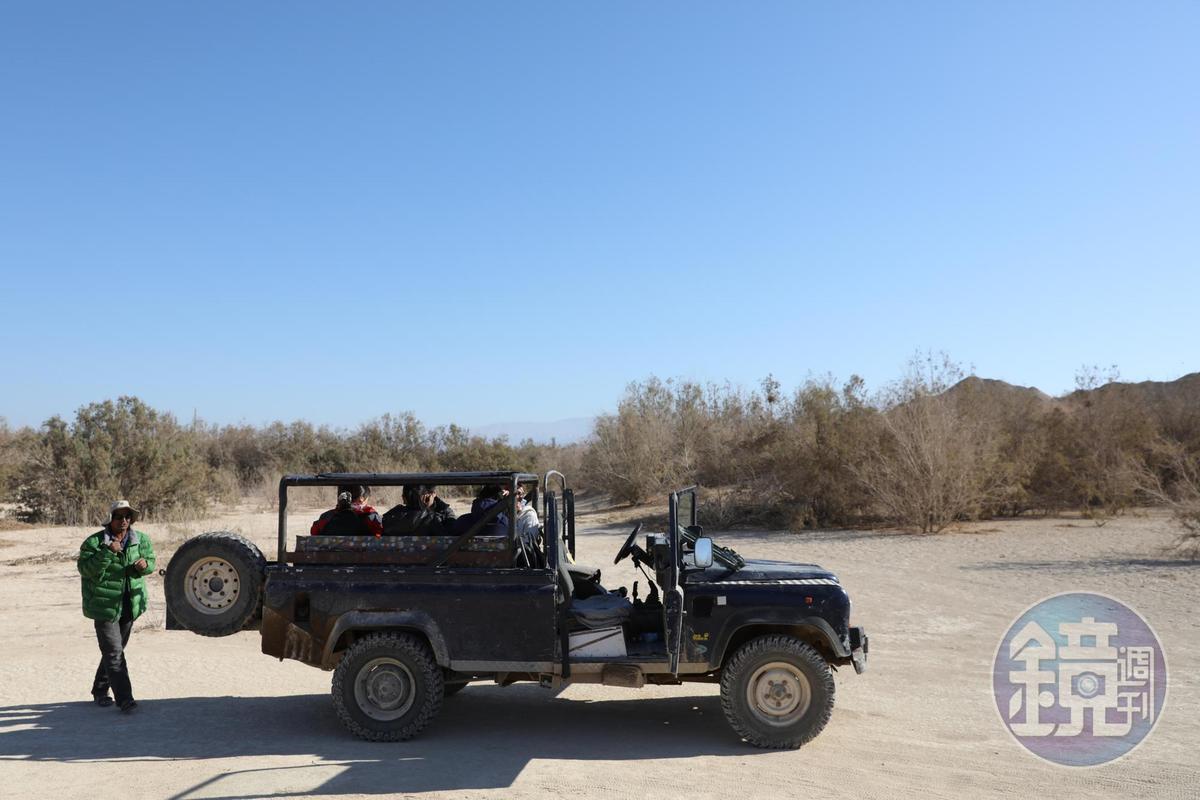 搭上阿里的吉普車,就可以闖蕩沙漠,偷學一點貝都因人求生的技巧。