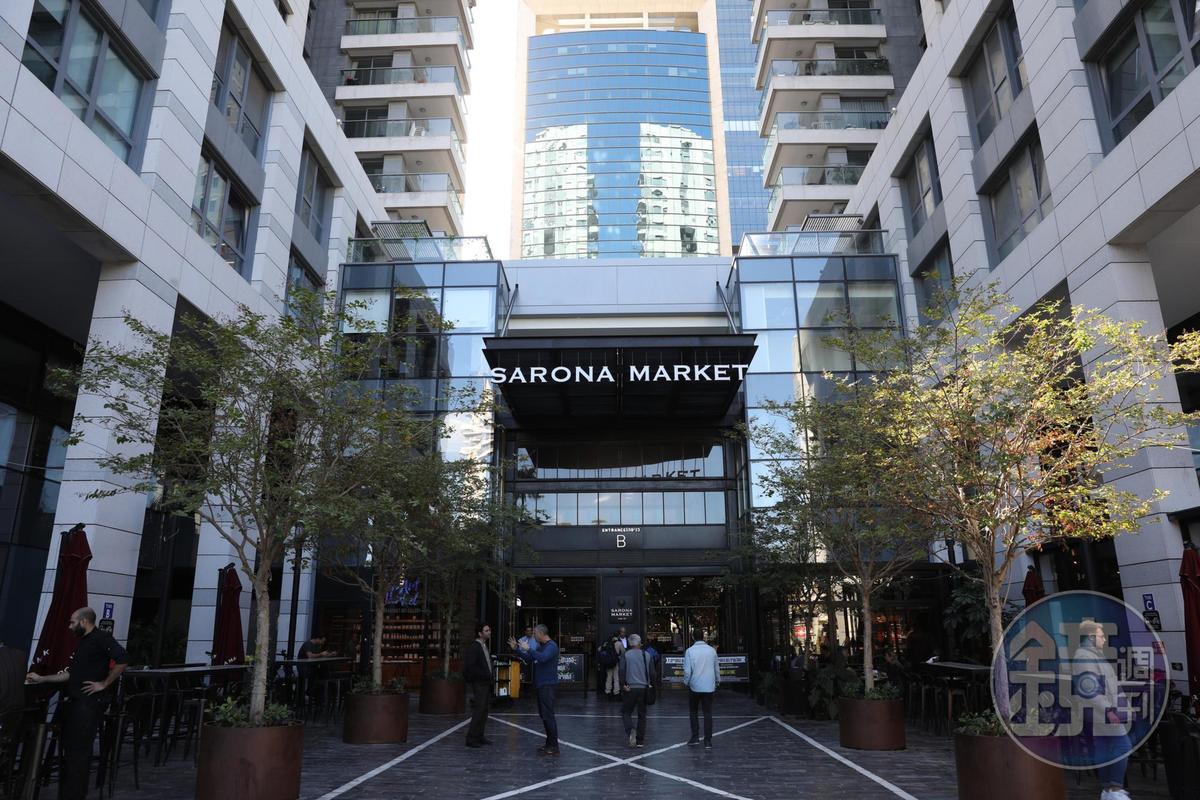 「Sarona Market」隱身在大樓裡,進去需經過安檢。