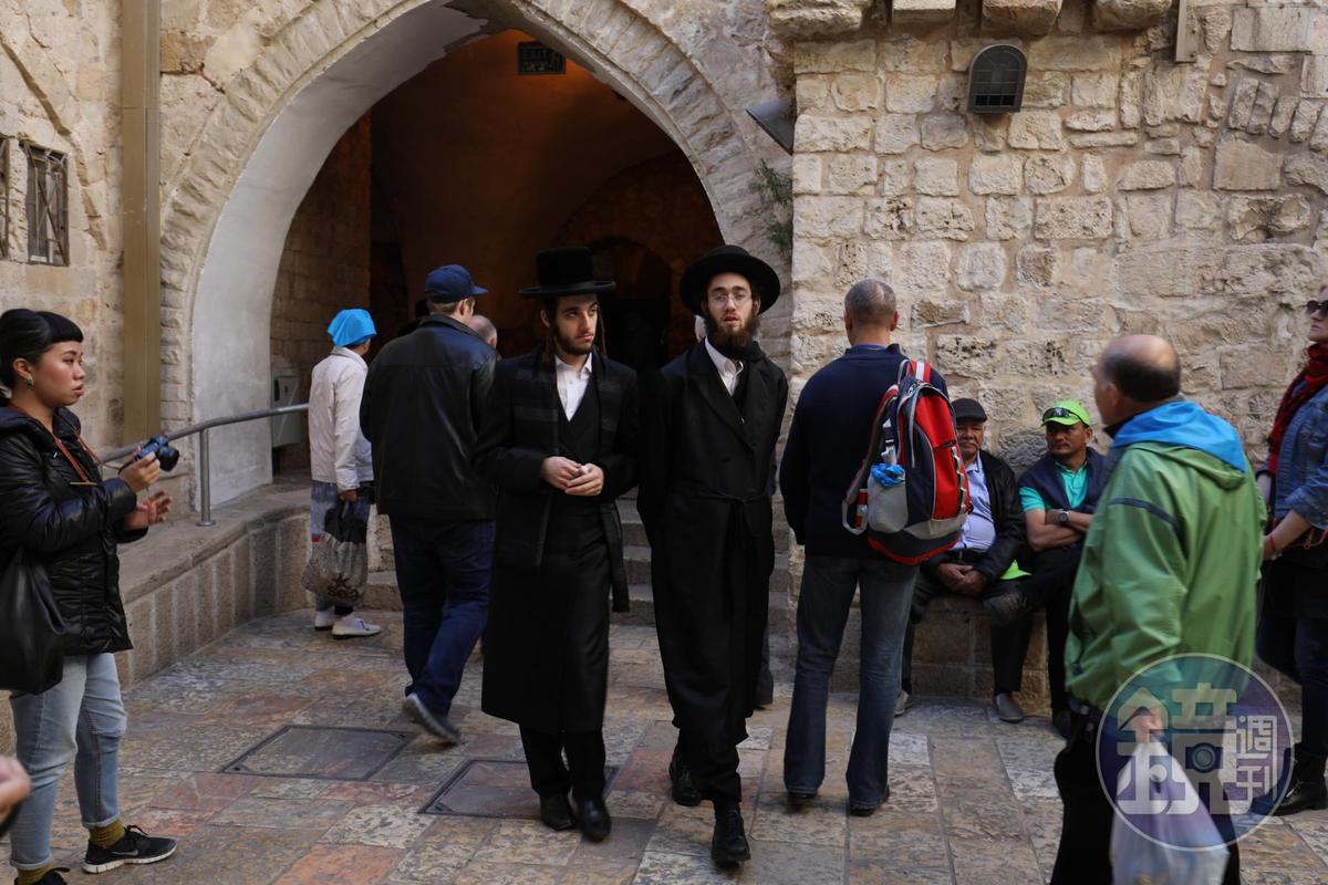 傳統猶太人在安息日會戴著正式大禮帽出門。