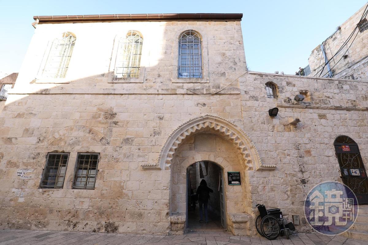 從狹窄石門進去,就是數千年前,耶穌與門徒共進最後晚餐之地。