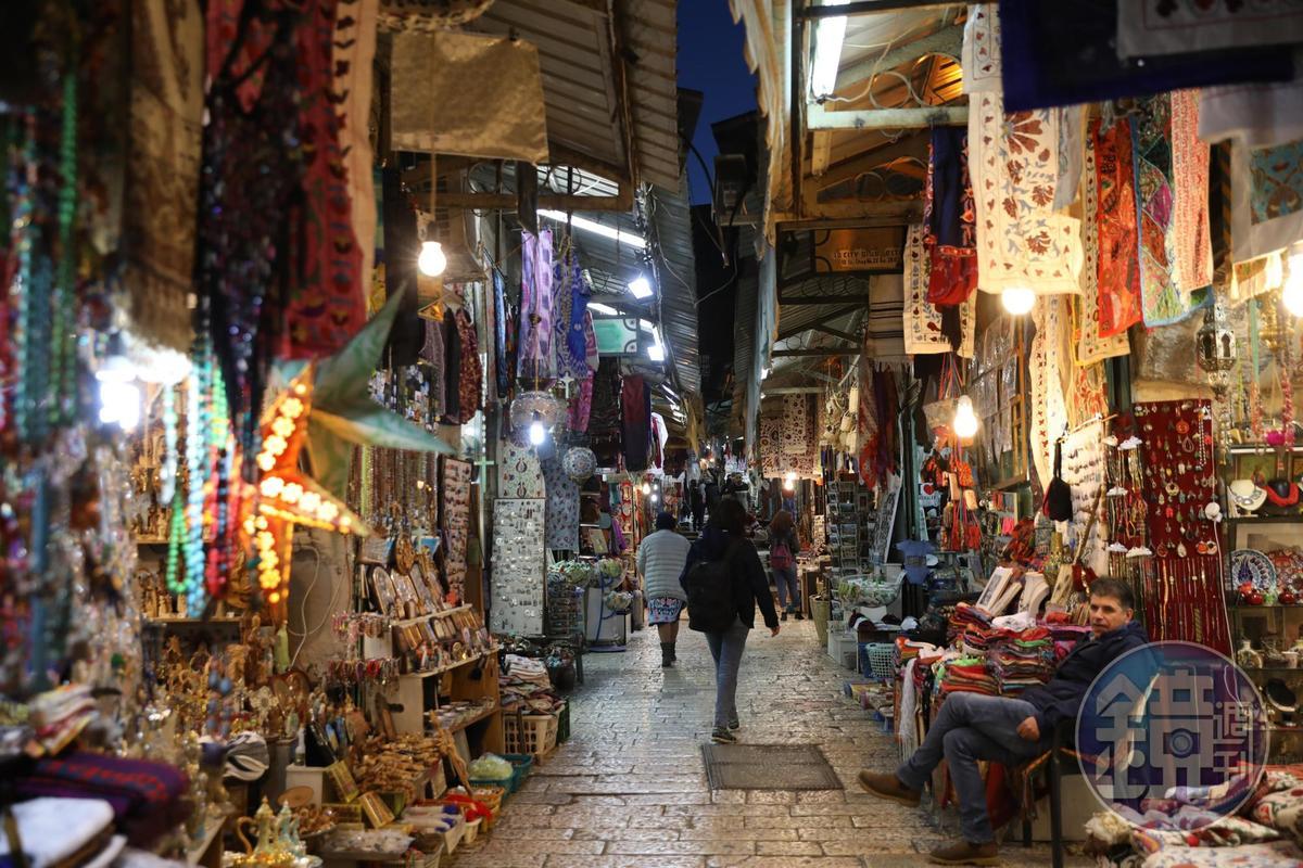 阿拉伯區裡的店鋪販售著大同小異的商品,只是精緻度略有差別。