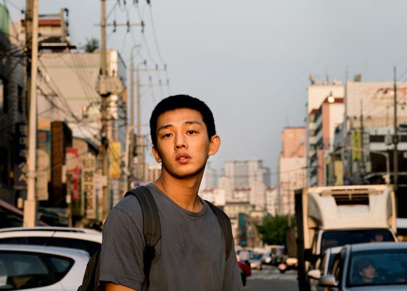 導演李滄東睽違8年的新作《燃燒烈愛》,找來青龍獎最年輕的影帝劉亞仁主演。(華聯國際提供)