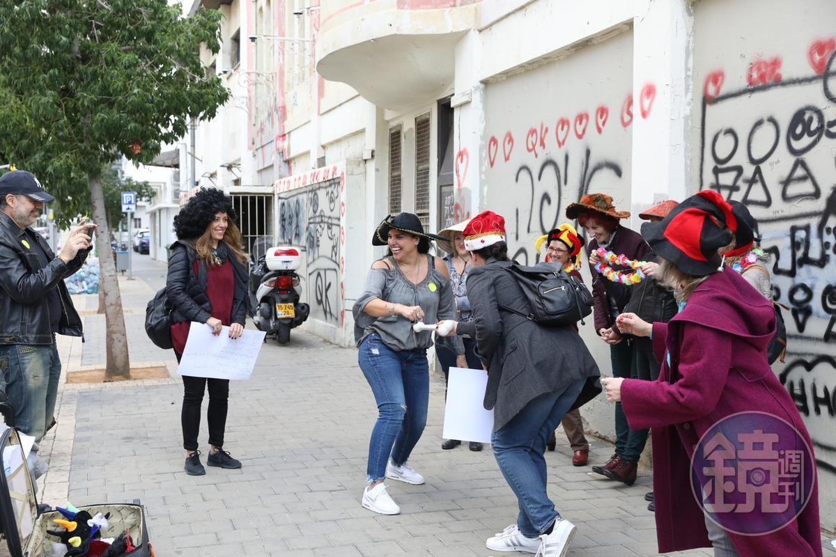 在老區Neve Tzedek遇見正在排練表演節目的一群人,可見日常生活絲毫不受川普影響。
