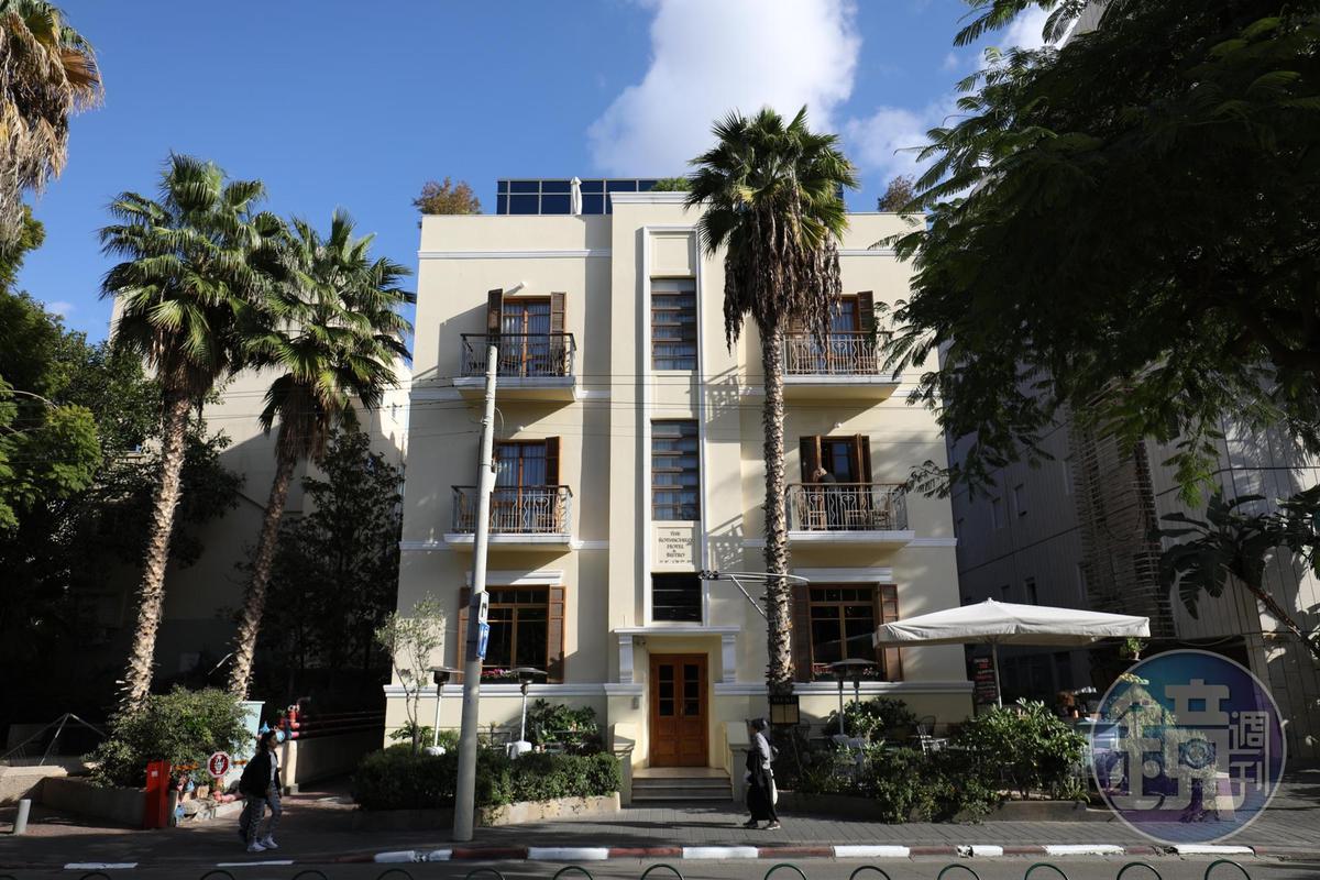 長條形的氣窗也是包浩斯建築的特色之一。