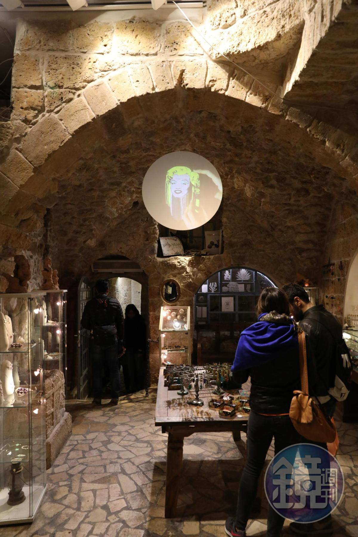 老城裡的首飾店,以瑪麗蓮夢露為創意,店裡還有她的投影。