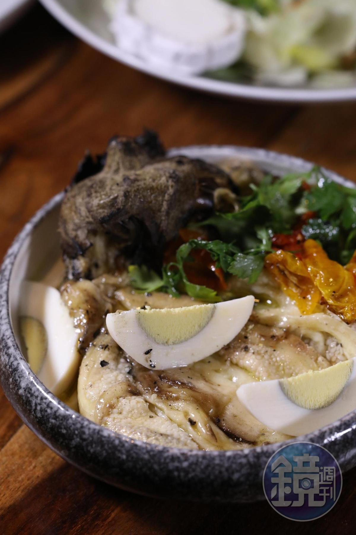名為「Sabikh」的茄子前菜,同樣下了芝麻醬調味。(39新謝克爾/份,約NT$332)