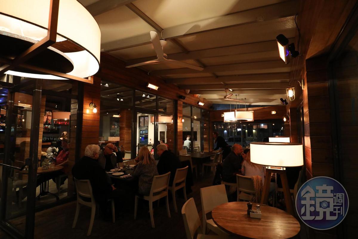 「YULIA」開在港口邊,是特拉維夫人很喜歡的休閒餐廳。