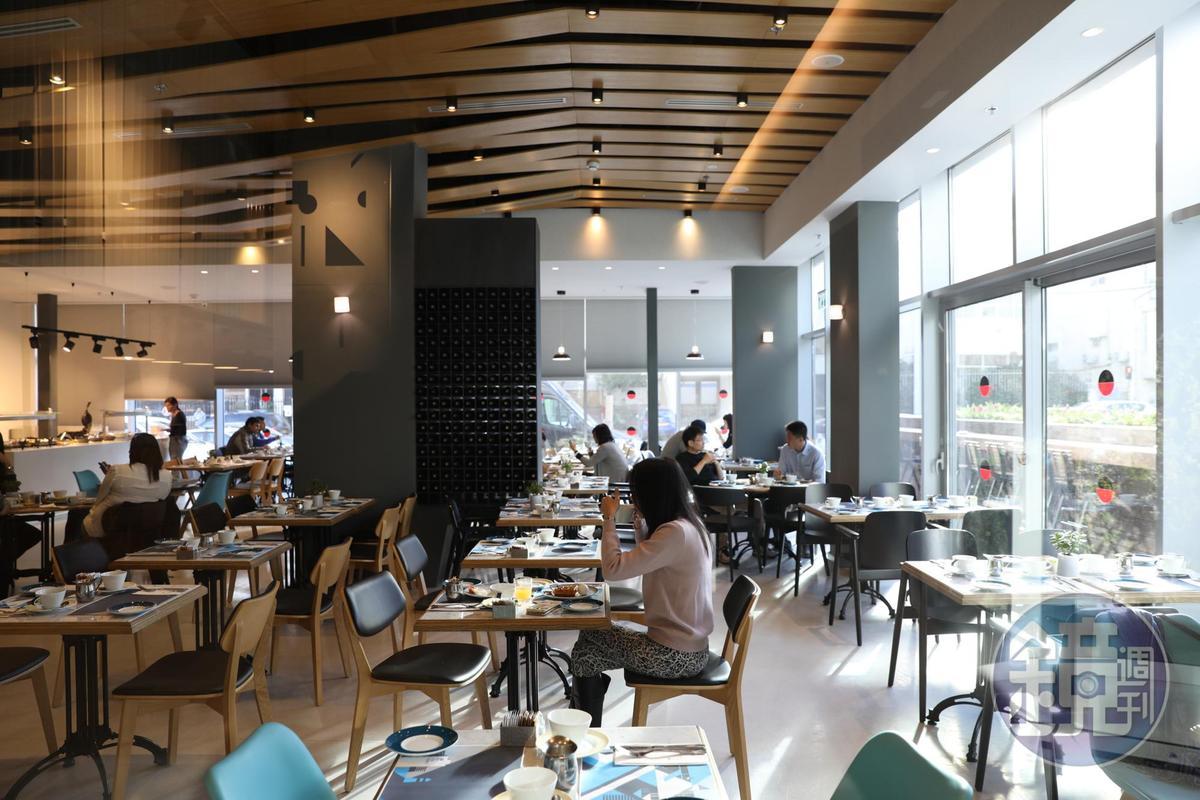 餐廳採光極佳,迎著朝日用早餐,整天都很有元氣。