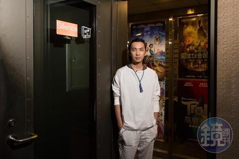 郭霖國中時就對配音充滿興趣,但礙於經濟壓力不得不暫時放棄夢想;一直到30歲才毅然投入配音工作。