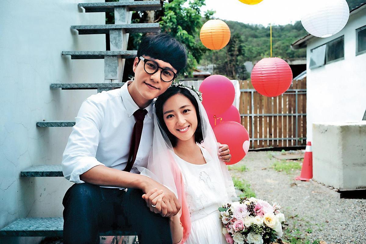 桂綸鎂(右)在《美好的意外》與陳坤(左)飾演一對夫妻,最引人注意的是女兒由歐陽娜娜演出。(東方IC)