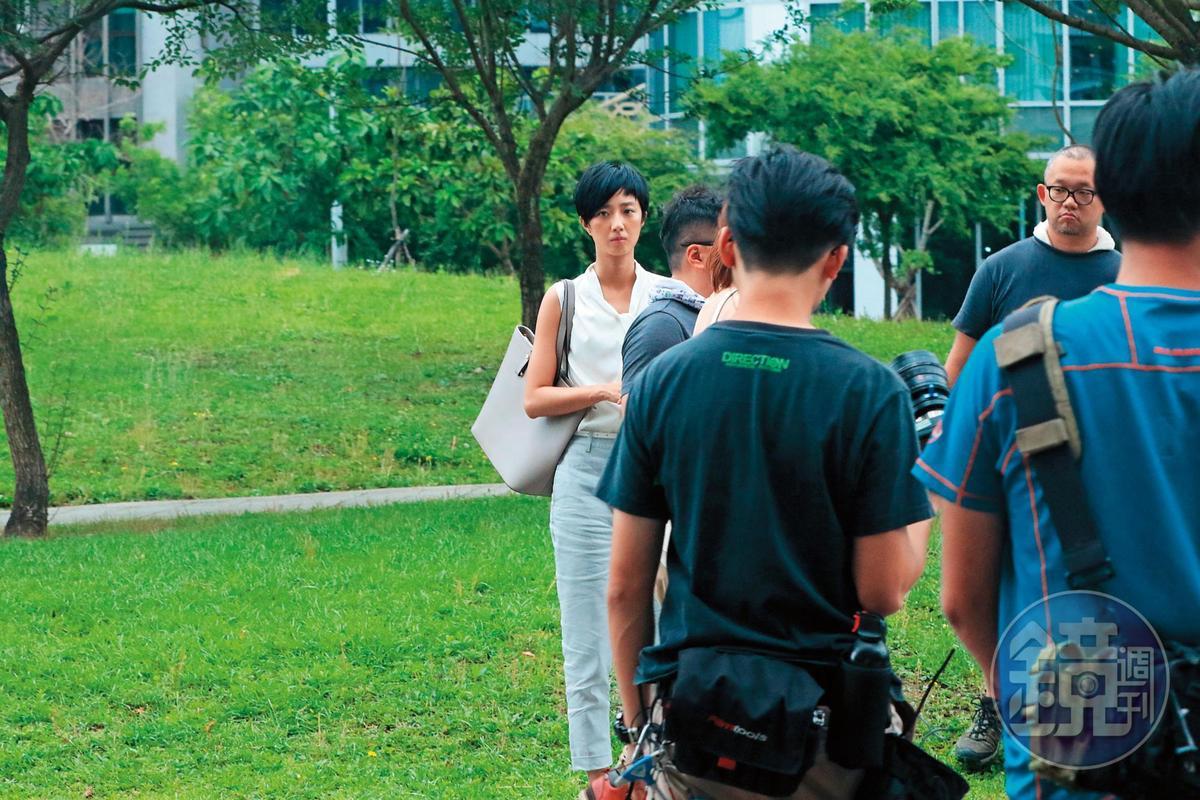 5月8日 13:24 桂綸鎂趁拍戲空檔,返台拍攝廣告,整個人黑了一圈。