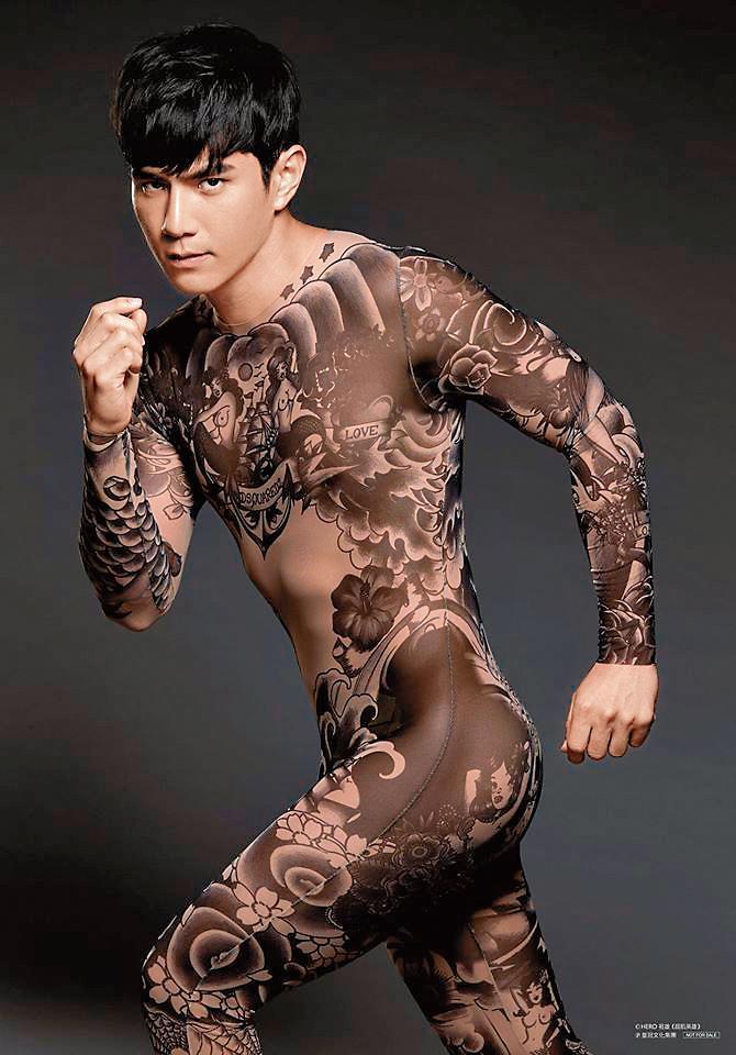 祖雄擁有多張健身教練相關證照,身材維持得相當精壯。(翻攝自祖雄臉書)