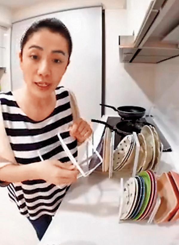 去年柯以柔曾和YAMAZAKI合作賣盤架,大賣100多萬元。(翻攝自柯以柔粉專)